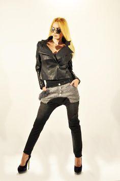 Geaca Dama Black Rock  -Geaca dama scurta. Model inspirat ce poate fi folosit la mai multe evenimente.  -Se inchide cu fermoar.     Lungime: 48cm  Latime talie: 40cm  Compozitie: 55%Poliester, 45%Naylon Black Rock, Mai, Model, Style, Fashion, Swag, Moda, Fashion Styles