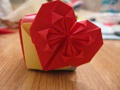 Imagen simple corazón origami / marca decorativa libro