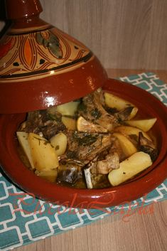 tajine di agnello (15)b My Recipes, Cooking Recipes, Middle Eastern Recipes, Couscous, Pot Roast, Soul Food, Cooker, Food And Drink, Beef