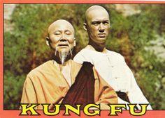 Kung Fu, Oriente en la tele de tu casa. La serie protagonizada por David Carradine tuvo una gran aceptación durante los años 1970. Las aventuras del monge Kwai Chang Caine a través de Estados Unidos en busca de su hermanastro popularizaron las artes marciales y representaron un primer contacto (estereotipante) con el mundo asiático para toda una generación de telespectadores.