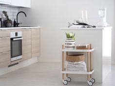 Skandinaavinen keittiö - Keittiön vaalea sisustus - Hurmaavan valkeaa Scandinavian Home, Hana