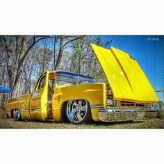 square body Chevy pick up hate the yellow 87 Chevy Truck, Custom Chevy Trucks, Classic Chevy Trucks, Chevy Pickups, Chevrolet Trucks, Custom Cars, Chevy C10, Bagged Trucks, Lowered Trucks