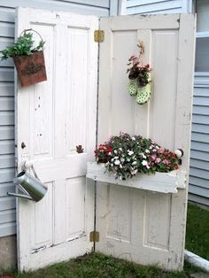 Looking for some outdoor DIY projects? Check out my latest recycling projects. Looking for some outdoor DIY projects? Check out my latest recycling projects. Recycled Door, Recycled Garden, Outdoor Projects, Garden Projects, Diy Projects, Diy Recycling, Recycling Projects, Mediterranean Tile, Vintage Doors