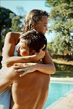 The most beautiful shots of the couple Romy Schneider and Alain Delon on show at the Galerie de l'Instant Romy Schneider Films, Romy Schneider Alain Delon, American Idol, Photo Alain Delon, Anouchka Delon, Exposition Photo, Slim Aarons, European Summer, French Summer
