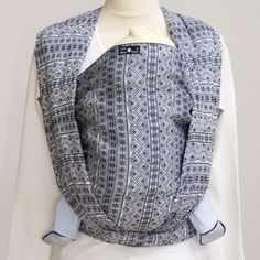 211003 Didymos Indio Baby Wrap Sling (sz 3 Dark Blue/ White) by for sale online Baby Cardigan, Baby Wearing Wrap, Dark Blue, Blue And White, Ring Sling, Thing 1, Baby Sling, Woven Wrap, Wrap Pattern