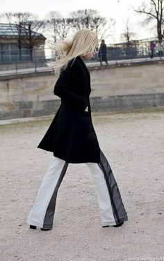 leeoliveirass:    Black & White at Paris Fashion Week  via leeoliveira.com