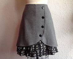 Nicki wool ruffle front skirt Sz 10 por LoveToLoveYou en Etsy