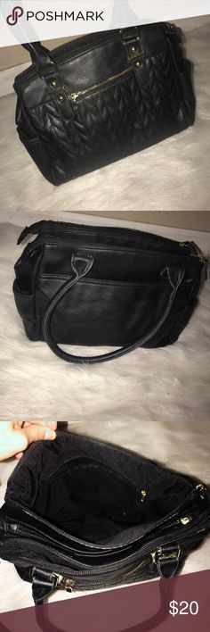 Black Nice Purse 🌹Black purse, like new. It's in very good condition.   🌹Very cute stylish purse.  🌹It has 3 huge pockets and 4 on the outside. It doesn't look too big but there's actually A LOT of space inside to fit your things.  ✨✨  #purse #blackpurse #stylish #trendy #cutepurse . #fashion #gold #black #bag #handbag Accessories