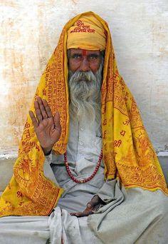 Holyman in Udaipur. By albatz - www.flickr.com/photos/albatz/4918700937 - Pixdaus