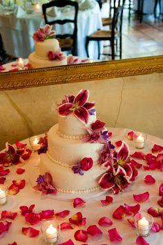 #WeddingCake #ElegantWedding #DericoPhotography #LaCaille @dericophoto