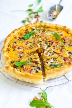 Tarte d'automne à la courge, roquefort & noix Batch Cooking, Healthy Cooking, Plat Vegan, Good Food, Yummy Food, Most Delicious Recipe, Happy Foods, Food Is Fuel, Football Food