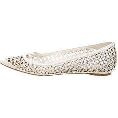 Pre-owned Christian Dior Leather Laser-Cut Flats ($180) ❤ liked on Polyvore featuring shoes, flats, neutrals, buckle shoes, cutout flats, buckle flats, ivory flat shoes and pointed-toe flats