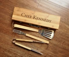 BBQ Set, 3 Piece Barbecue Grill Set, Barbeque Grilling Gift, Fathers Day Gift, Personalized BBQ Utensil Set, Custom BBQ Set, Groomsman Gift   This handsome bamboo BBQ set is a perfect gift for that special man in your life! - Case measures approximately 19.5 long x 5.25 wide x 3.25 tall. - Includes 3 stainless steel tools with bamboo handles: tongs, spatula, and grill fork. - Hinged lid with 2 silver latch closures and a silver carrying handle. - Includes FREE engraved personalization.  A…