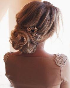 Romantic wedding hairstyles | Updo bridal hair ideas
