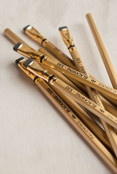 A Review of the Blackwing Volume 530 - gold pencil greatness - on the NoteMaker blog. Stationery lovers and pencil aficionados, you must check this out.