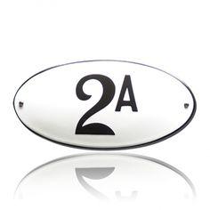HG-18/WI-ZW emaille huisnummer. Retro design op prachtig, ovaal emaille! Retro Design, Golf Clubs, Enamel