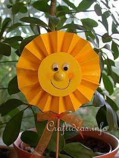 papercraft sun on a stick - cutting, pleating, sticking googly eyes (and a bow - optional!)