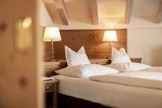 Superior Komfort in den Plattenhof Suiten & Zimmern in Lech Superior Hotel, Rooms, Bed, Furniture, Home Decor, Double Room, House, Bedrooms, Decoration Home