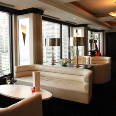 Rivue Restaurant Lounge 25 Stories Atop The Galt House Hotel A Beautiful