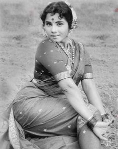 2.-sareedreams.com200908kashtamahrashtrian-saree-drape.jpg (476×600)