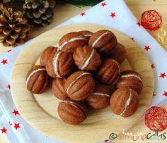 Nuci umplute cu ciocolata fragede si delicioase 2 Romanian Food, Food Cakes, Biscotti, Nutella, Cake Recipes, Almond, Good Food, Food And Drink, Sweets
