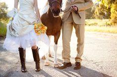haaaaahahah HORSES AT THE WEDDING! hahahhahahahahaha