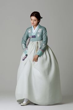 Traditional Gowns, Korean Traditional Dress, Traditional Fashion, Oriental Fashion, Asian Fashion, Korea Dress, Wedding Kimono, Korean Hanbok, Korean Outfits