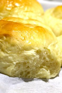 Best ever homemade dinner rolls recipe. Soft and fluffy rolls with melted butter brushed on top. Homemade Dinner Rolls, Dinner Rolls Recipe, Almond Recipes, Bread Recipes, Cake Recipes, Buzzfeed Tasty, Taste Made, Tasting Table, Small Cake