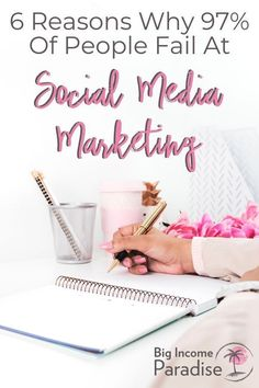 So you want to be a social media manager? Learn what a social media manager is, and how you can become one! Social Media Apps, Social Media Trends, Social Media Marketing Business, Facebook Marketing, Marketing Plan, Marketing Tools, Content Marketing, Online Marketing, Affiliate Marketing