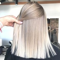 Ideas for hair color grey highlights ash blonde haircuts Blonde Hair Looks, Ash Blonde Hair, Platinum Blonde Hair, Hair Color Highlights, Hair Color Balayage, Blonde Balayage, Blonde Foils, Balayage Highlights, Blonde Haircuts