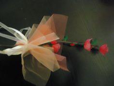 Bomboniera con ramewtto fior di pesco, realizzato a mano con filanca setata, tulle e organza