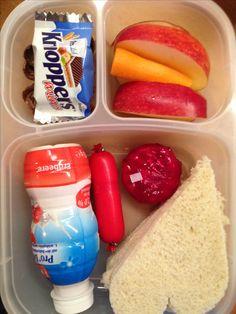 Mini-Knobbers, Apfel, Karotte, Fruchtdrink, Würstchen, Babybel, Sandwich-Herz