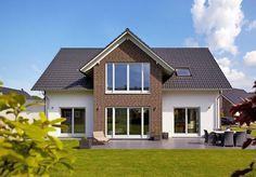 Zeitlos und individuell erscheint diese Variante des Fertighaus-Modells Kiefernallee. Abwechselnde Putz- und Klinkerflächen sowie weiße Fenster verleihen diesem Haus sein charmantes Äußeres ... Raumgrundfläche gesamt: 157,92 qm