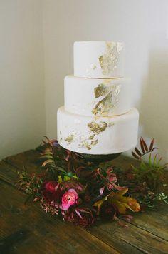 gilded wedding cake, photo by Amber Vickery Photography http://ruffledblog.com/elegant-fall-wedding-ideas-from-texas #gold #weddingcake #cakes