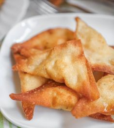 These Cream Cheese Wontons are a family favorite and are served with every Asian meal. Wonton wrappers filled with cream cheese, lemon and garlic pepper, & paprika & fried until crispy! Wonton Recipes, Best Appetizer Recipes, Egg Roll Recipes, Snack Recipes, Cooking Recipes, Simple Recipes, Dinner Recipes, Keto Recipes, Vegetarian Recipes