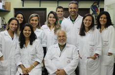Brasileiros trabalham para descobrir um remédio contra a leucemia, umadoença maligna originada na medula óssea, local onde as células do sangue são produzidas. Um grupo formado por professores e alunos da UFF, em parceria com a Fundação Oswaldo Cruz (Fiocruz), está pesquisando três moléculas capazes. Leia Mais