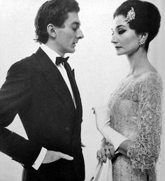 Raymundo de Larrain and Vicomtesse Jacqueline des Ribes photographed by Richard Avedon, 1961. Take no prisoners glamour!