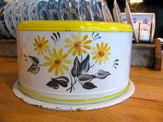 cake tins   Love this cute as a daisy vintage cake tin!
