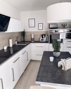 Left , Right , Center ? Kitchen Cabinets Decor, Kitchen Room Design, Home Room Design, House Design, Natural Home Decor, New Home Designs, House Rooms, Home Kitchens, Kitchen Remodel
