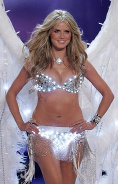 4f6bff623f Sexy Crystal Princesses -- Heidi Klum -- Victoria s Secret Fashion Show 2005   VSFS