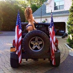 Jeep girl, rocking the American spirit! Jeep Wrangler Girl, Jeep Wrangler Unlimited, Jeep 4x4, Jeep Truck, Fitness Babe, Jeep Baby, Badass Jeep, Cool Jeeps, Trucks And Girls
