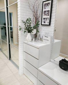 Simply Home, Happy House, Hallway Decorating, Apartment Interior, Home Decor Kitchen, Modern Interior Design, Home Living Room, Room Decor Bedroom, Interiores Design