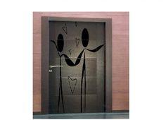 """Formabilio - Dove tutto corre e scorre, perchè non fermare la luce e il suo disegno sulle pareti?  Concepita per un appartamento moderno e minimalista, la luce del sole passa attraverso il disegno intagliato nella porta, creando un'altra vita in movimento sulle pareti!  ...anche se noi siamo fuori per lavoro, ci saranno i nostri   'alter-ego' a vigilare!!!  PS: Possibile allegare una luce colorata nel retro della porta per avere l'immagine sempre """"viva"""" !!!"""