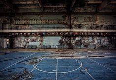 10 Abandoned Basketball Courts and Ice Hockey Rinks Basketball Park, Basketball Goals, Basketball Uniforms, Basketball Shoes, Ice Hockey Rink, Sport Hall, Old Buildings, Abandoned Places, Playground