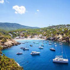 The beach of Calla Vadella with beautiful white beach surrounded by pine trees. This makes it a true Ibiza Hotspot. Ibiza Travel, Spain Travel, San Antonio Ibiza, Ibiza Holidays, Ibiza 2016, Ibiza Island, Ibiza Party, Ibiza Formentera, Ibiza Beach