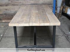 Oude balken tafelblad met stalen A-frame met trekstang. #reclaimed #wood #oudebalken #oudhout #staal #frame #industrieel #wonen #wooninspiratie #interieur