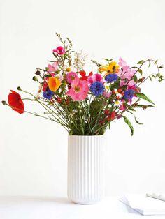 Stop bilen, når du er på farten, og pluk nogle af alle de bl Table Flowers, Flower Vases, Flower Pots, Bunch Of Flowers, Fresh Flowers, Amazing Flowers, Beautiful Flowers, Flower Arrangements Simple, Bloom Blossom