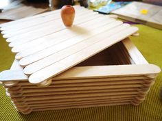 Cómo hacer  #cajita con #palitos de #madera o palitos de #paleta #manualidades #niños #palitosmadera #palitospaleta http://abt.cm/20axMAl