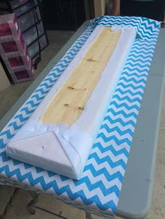 Ketchin' Up With Miss Riley: HOW TO: DIY Crate Benches Milk Crate Bench, Milk Crate Storage, Milk Crates, Wood Crates, Diy Rack, Diy Projects For Bedroom, Classroom Decor, Classroom Design, Diy Bench
