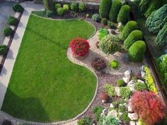 Steal these cheap and easy landscaping ideas for a beautiful backyard. Get our best landscaping ideas for your backyard and front yard, including landscaping design, garden ideas, flowers, and garden design. Garden Ideas For Small Yards, Small Backyard Gardens, Backyard Garden Design, Small Garden Design, Garden Landscape Design, Back Gardens, Small Gardens, Japanese Landscape, Yard Ideas